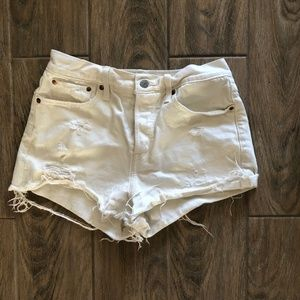Levis White Cutoff Shorts - 28